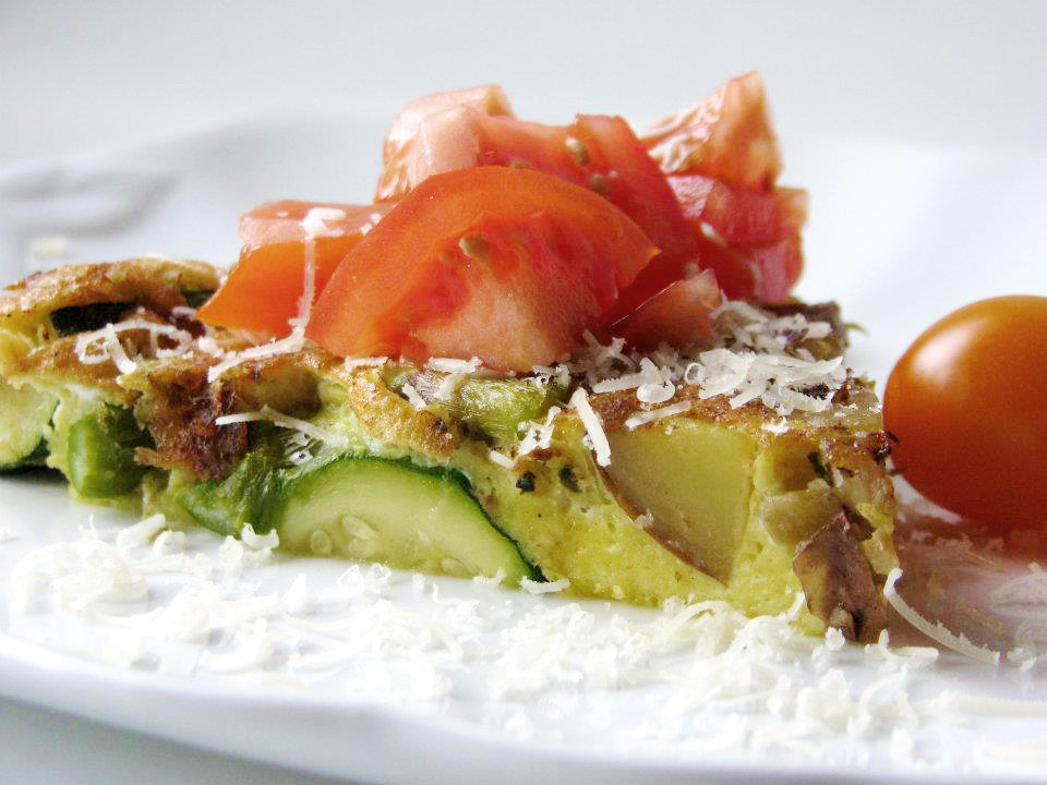 Frittata with Asparagus, Potato, Zucchini and Tomato